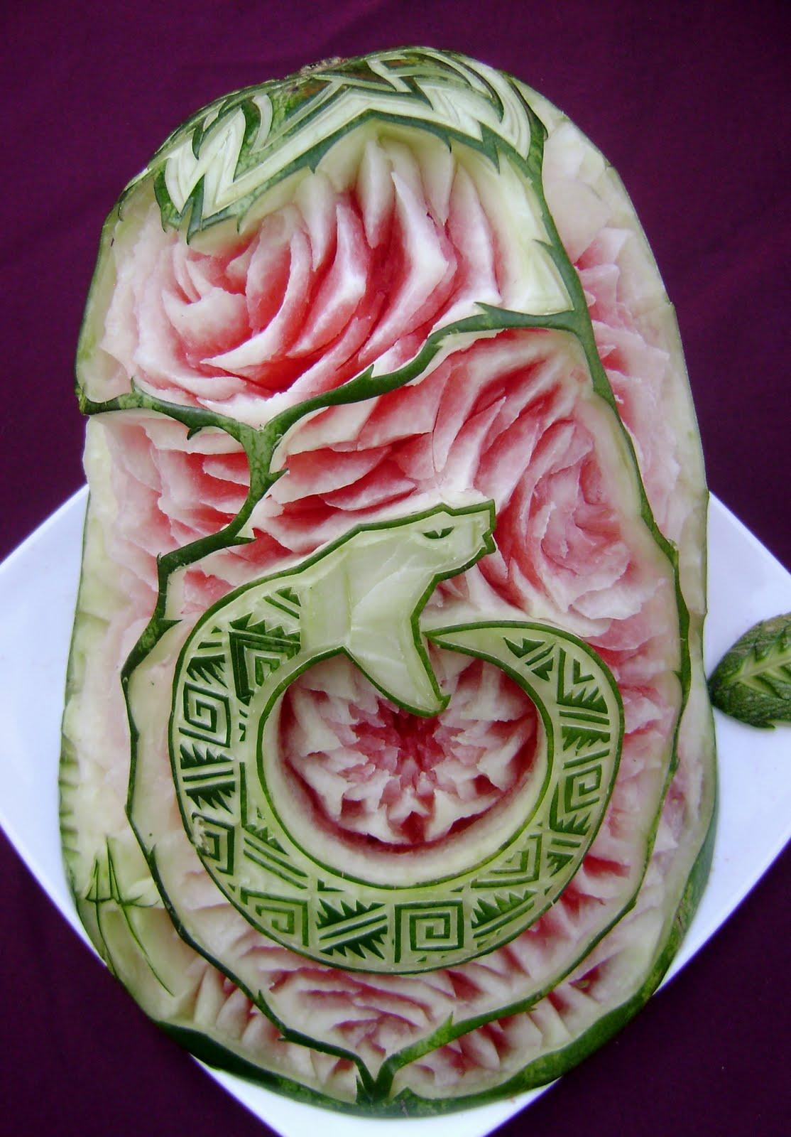 THOT KINJI Arte Mukimono en sandia Logotipo Serpiente de