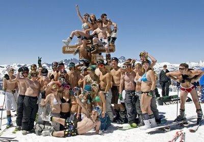snowboarden in bikini en zwembroek
