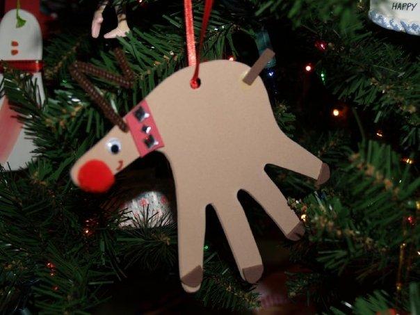 THE MUDDY PRINCESS: Handmade Christmas Ornaments  Reindeer Handprint Ornament