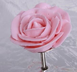 hiasan bunga mawar dari butter cream ~ hello sunflower