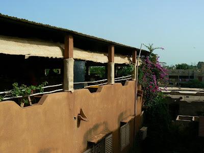 Cazare Mali: hotel Y'a Pas de Probleme Mopti - restaurantul de pe acoperis