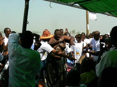 Eveniment Mali: concurs pirogi Mopti, cel mai gras negru din provincie