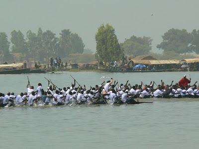 Obiective turistice Mali: concurs pirogi