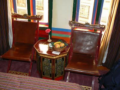 Imagini Tibet: hotel Dhod-Gu Lhasa fructe cadou