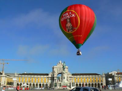 Imagini Portugalia: Balon in Praca do Comercio, Lisabona