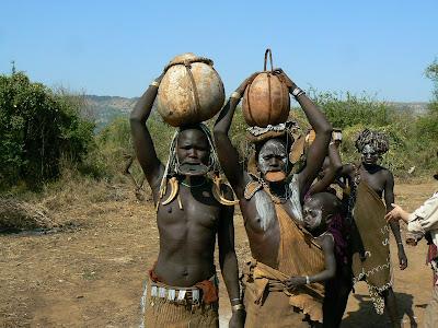 Obiective turistice Etiopia: femei goale - mursi