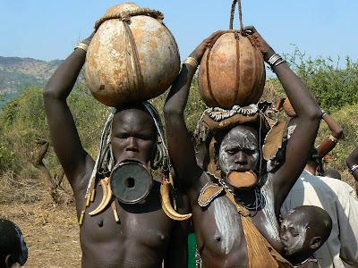 Imagini Etiopia: femei goale - mursi