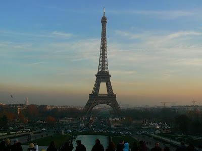 Imagini Franta: turnul Eiffel la asfintit, Paris