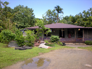 Access to the trail starts behind this house. The residents will give you access for a small fee. - Courtesy of 3.bp.blogspot.com