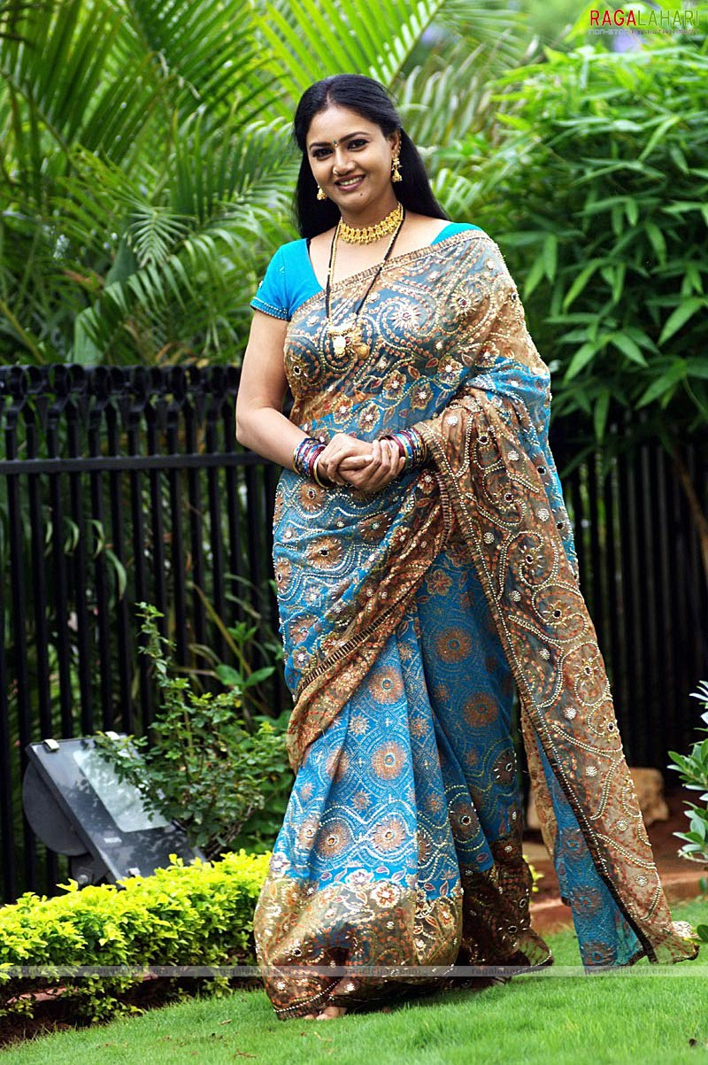 Raksha-The Fat Beautiful Babe In Saree-9630