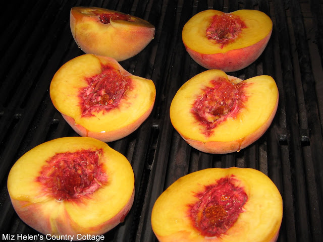 Whats For Dinner Next Week: Grilled Peaches With Spicy Vanilla Sauce