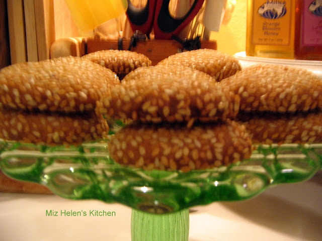 Italian Sesame Seed Cookies In The Cookie Jar at Miz Helen's Country Cottage