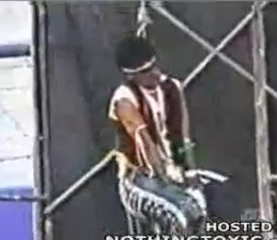 Se Suicida Accidentalmente en una Obra de Teatro:video