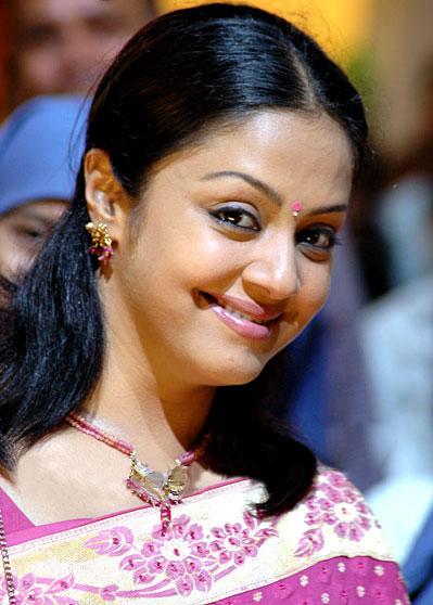 Tamil Hot Actress Hot Scene: Jyothika