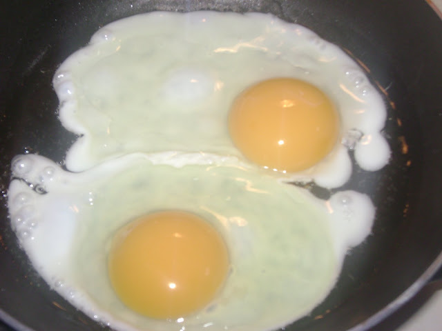 how to cook sunny side up eggs on a griddle