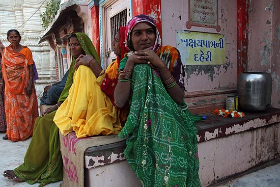 The Travel Photographer :::: The Hijras (Eunuchs) Of Becharaji