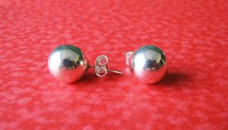 634a607df9b4 Sumaq 950  Aretes bola clásica en plata brillante