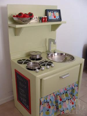 DIY Play Kitchen Round Up - C.R.A.F.T.