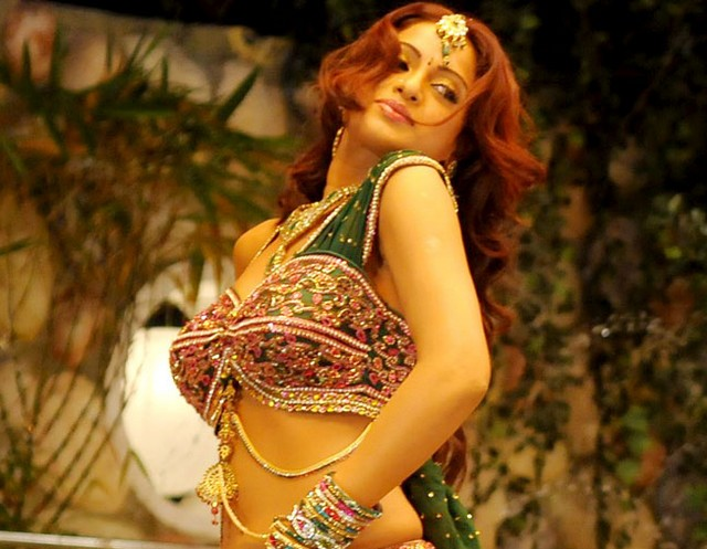 udaya bhanu from leader item song glamour  images