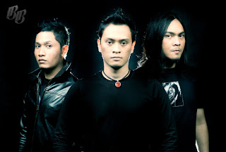 profil band andra and the backbone