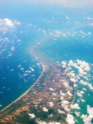 http://3.bp.blogspot.com/_F-TGkH0FbeU/TDs4uvorHFI/AAAAAAAAAU4/cdy0XQUcQGU/s1600/450px-Adams_Bridge_aerial.jpg