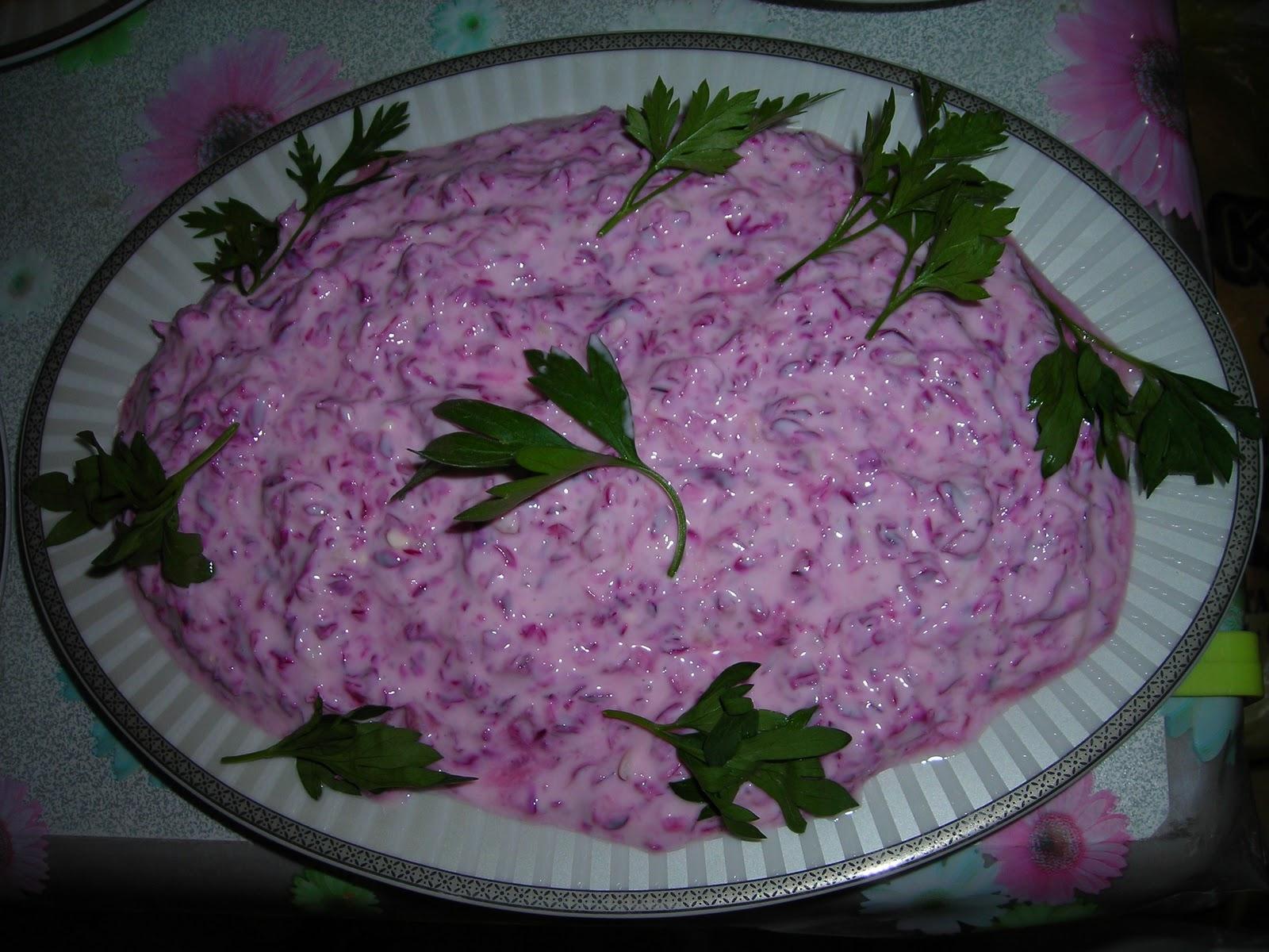 Kırmızı Lahanalı Yoğurtlu Salata Tarifi ve Yapılışı