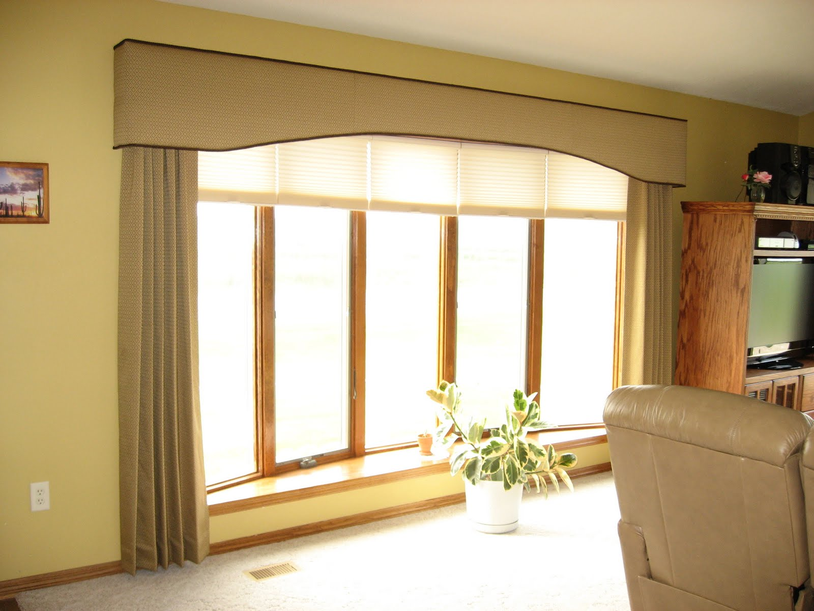 Window Fashions An Quot Eyebrow Shaped Quot Cornice Board With