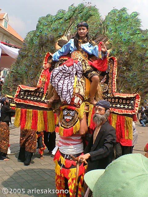 Explore Indonesia Tari Reog From Ponorogo