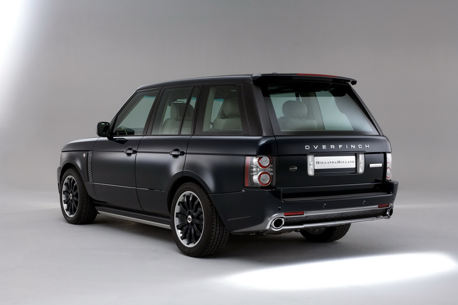 video 40 years of the range rover in 1 40 minutes. Black Bedroom Furniture Sets. Home Design Ideas