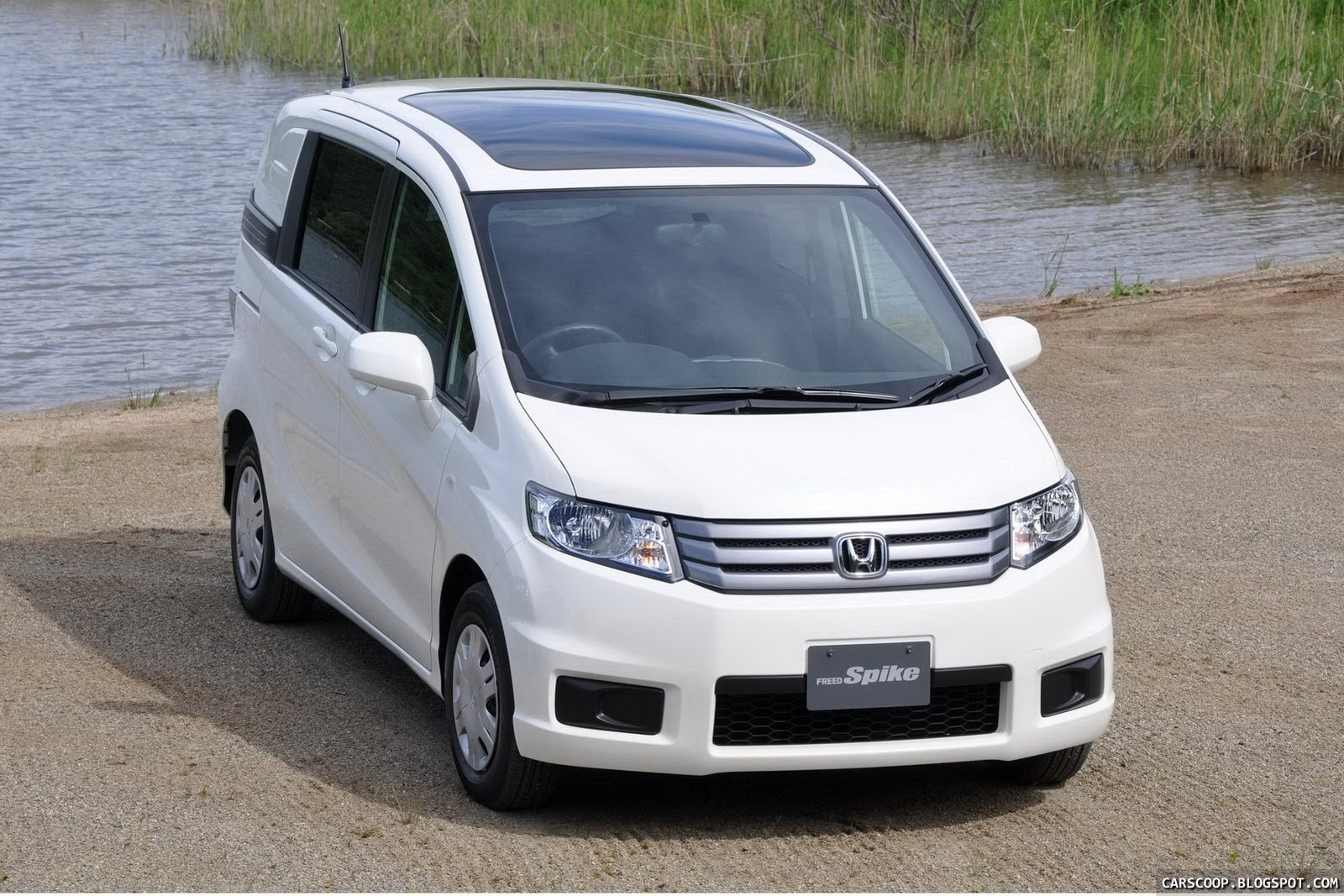 New Honda Freed Spike Quot Lifestyle Quot Minivan Debuts In Japan
