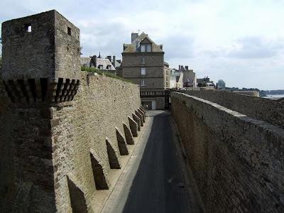 walls inside Saint-Malo