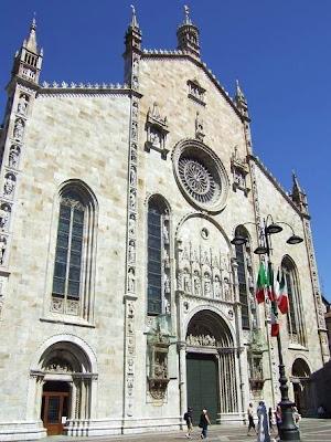 facade of Duomo di Como