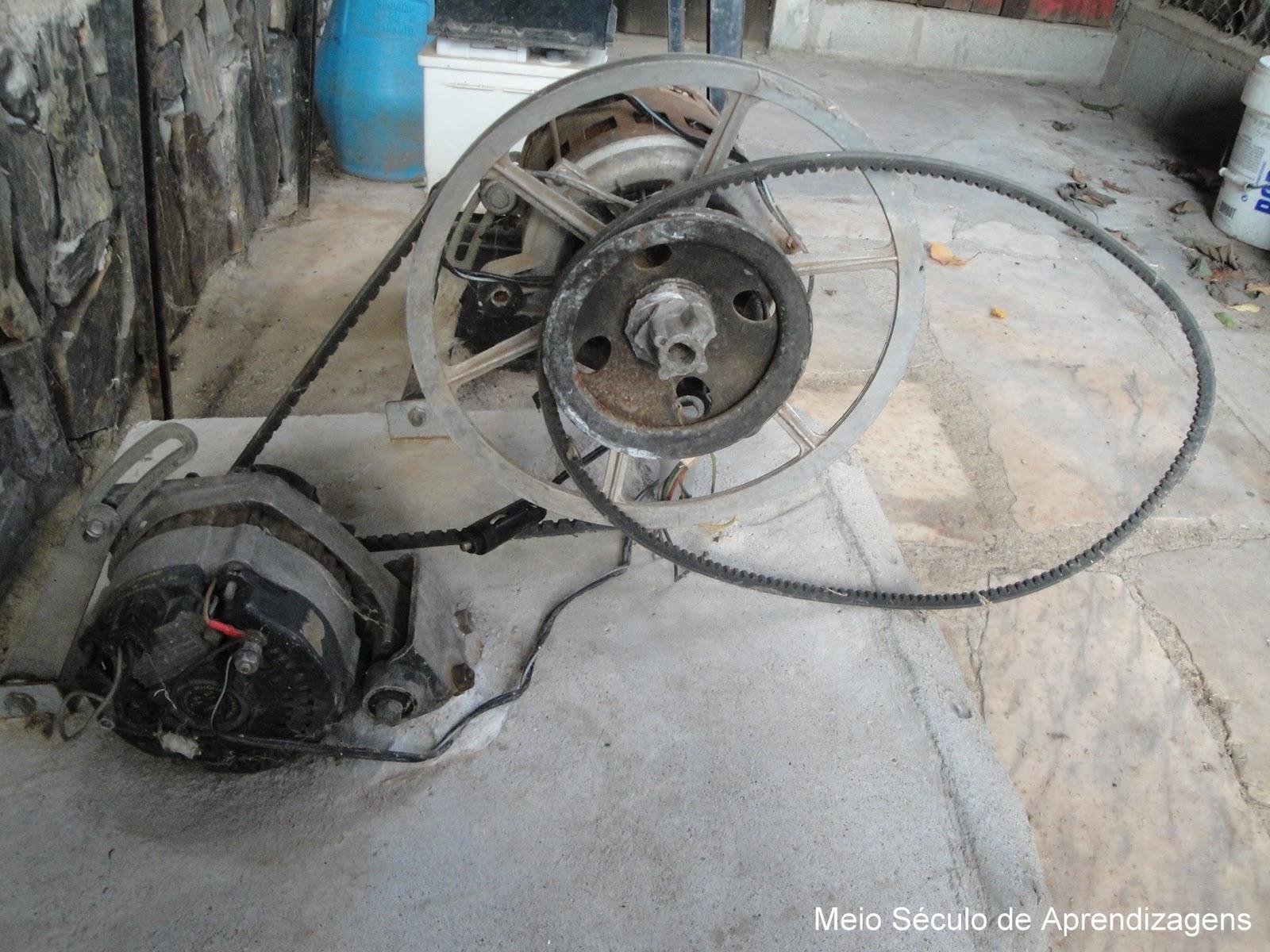 4b6f48f1a62 Esta engenhoca era accionada por uma bicicleta estática e carregava  baterias. O motor da máquina de lavar