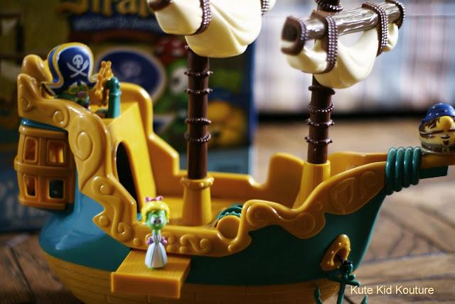 Farrah Valeria Veggietales The Pirates Who Dont Do Anything Ship Toy