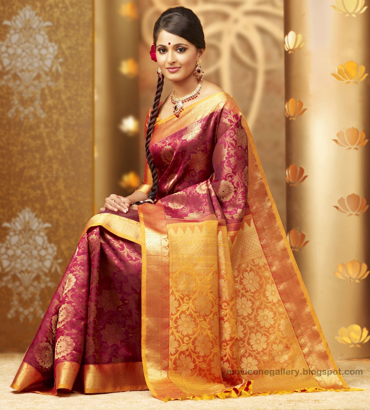 Anushka Shetty Chennai Silks Photos, Anushka In Silk Saree