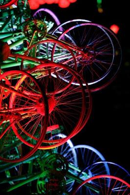 Árvore de Natal feita com 100 bicicletas 10