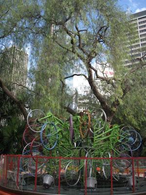 Árvore de Natal feita com 100 bicicletas 5