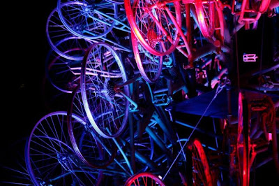 Árvore de Natal feita com 100 bicicletas 16