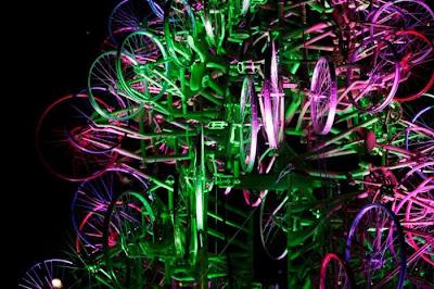 Árvore de Natal feita com 100 bicicletas 31