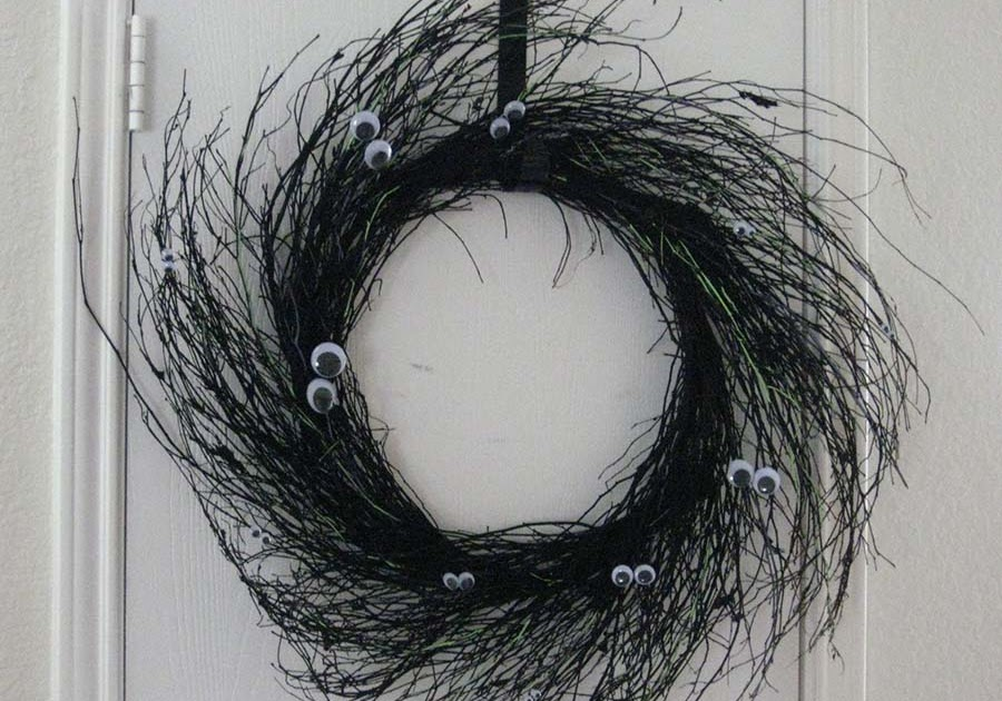 Schlosser Designs Tutorial Tuesday Googly Eye Wreath