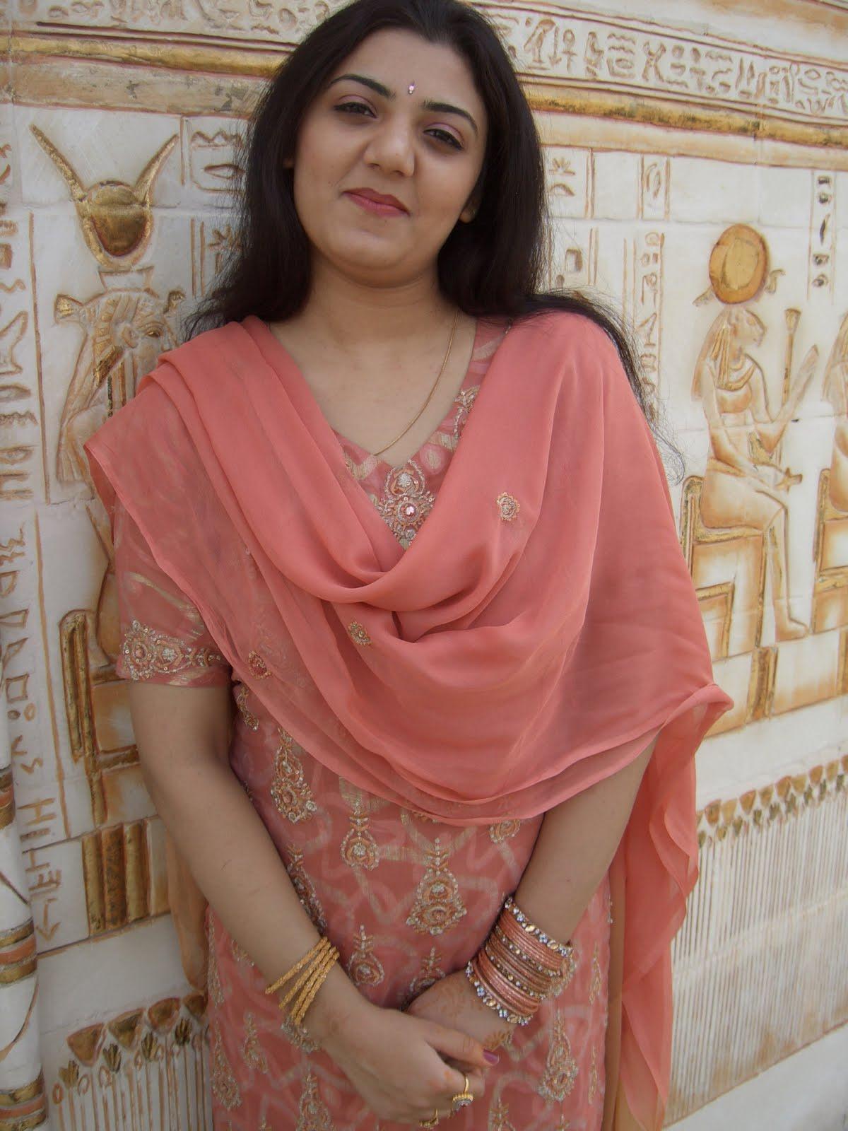 All Desi Asian Cutest Aunties Nisha Bhabhi In Egypt Tour-6614