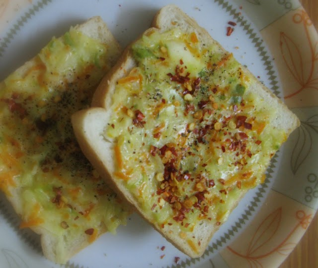Bread with Creamy Veg Toppings