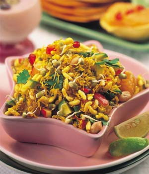 HARIYALI BHEL (Sprouts and Fruits)