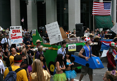Obama float Bay to Breakers 2010