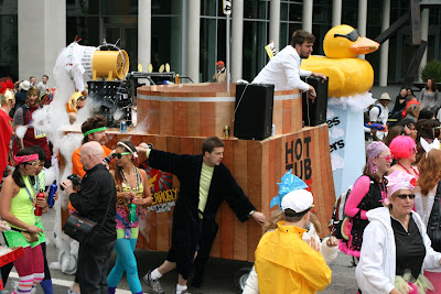 Hot Tub float Bay to Breakers 2010