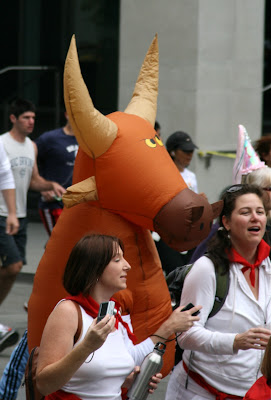 Inflatable bull Bay to Breakers 2010