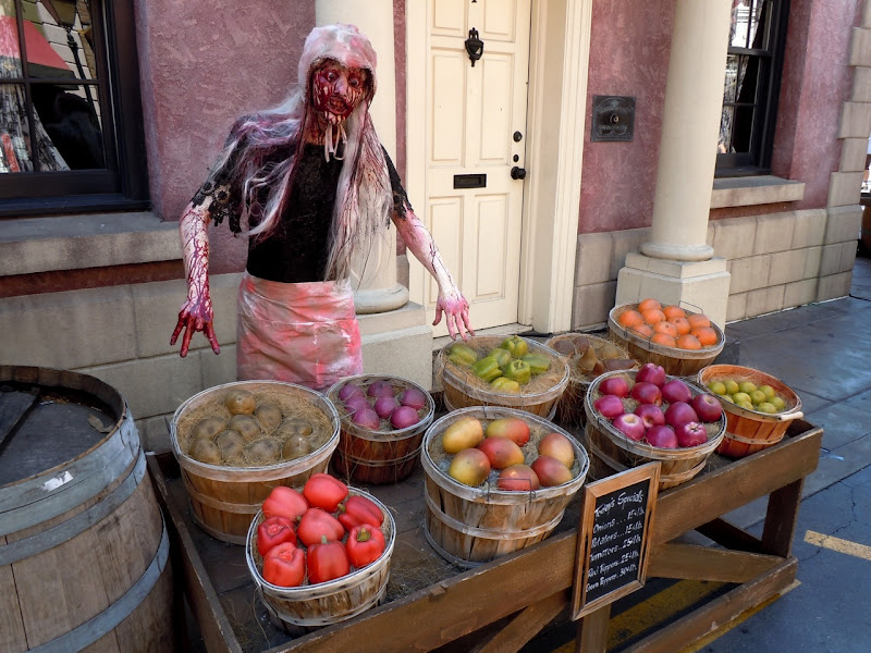 Universal Halloween horror fruit stall