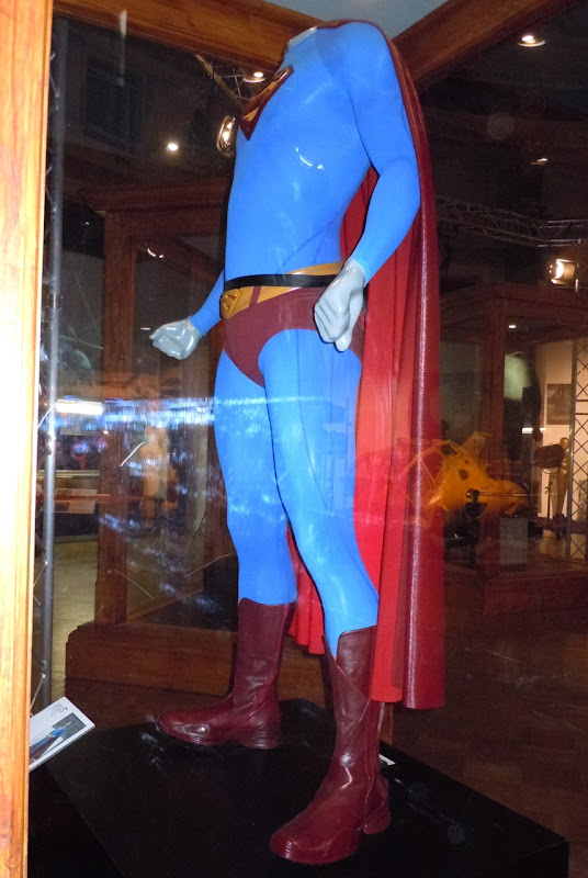 Superman Returns suit side-view