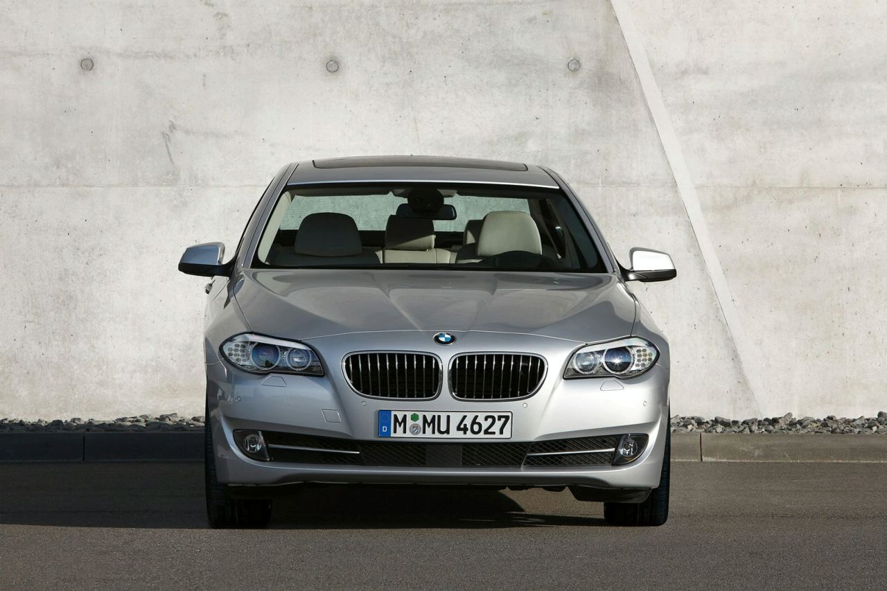 new car image gallery 2011 bmw 5 series f10 sedan photo detail video. Black Bedroom Furniture Sets. Home Design Ideas