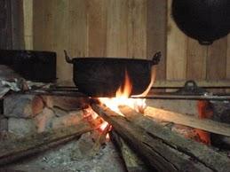 Dapur Setakat Kayu Api Sahaja Gunakan Pelepah Kelapa Untuk Menyala Dijadikan Bara Guna Tempurung Dan Sabut